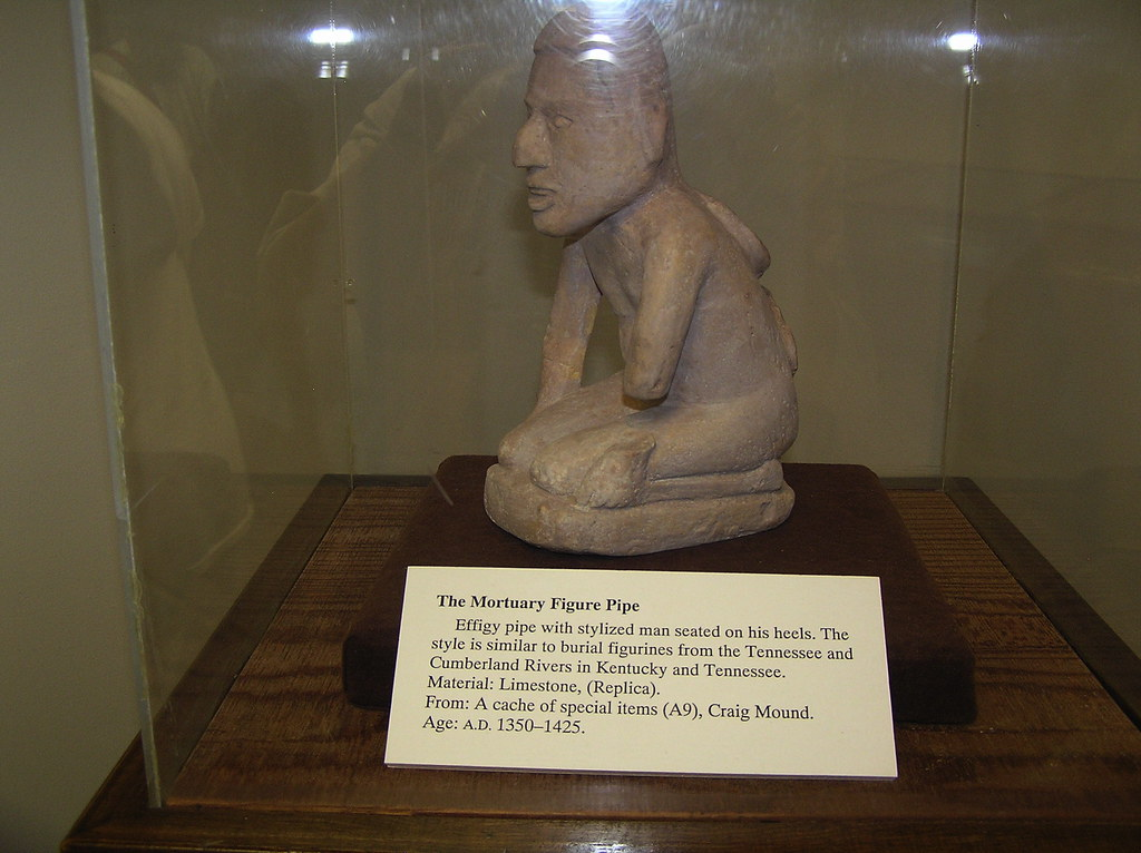 Mortuary Figure Pipe