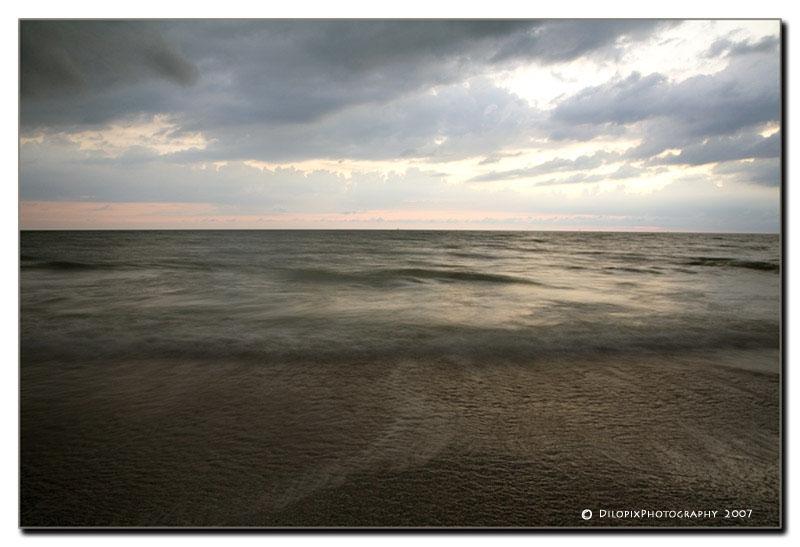 IMAGE: http://farm3.static.flickr.com/2402/1578015117_1a6465c42e_o_d.jpg