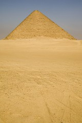 The Red Pyramid at Dahshur (Egypt) (Bill in DC) Tags: sahara searchthebest egypt pyramids dahshur deserts 2007 nge eos5d redpyramid