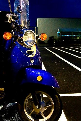 Wet & Sexy - a blue Yamaha Vino 50 Classic scooter in Stayton Oregon