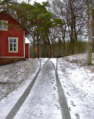 tracks in snow (Per Ola Wiberg ~ Powi) Tags: winter house snow niceshot searchthebest tracks february 2008 sn spartacus shiningstar hus musictomyeyes photohobby spr goldheart hiddentreasure eker theworldinmyeyes ekebyhov mywinners royalgroup peaceaward diamondclassphotographer flickrdiamond diamondstars theperfectphotographer goldstaraward naturestyle favesextreme ilovemypics landscapesofvillagesandfields beautifulshot grupodehablahispana photographersgonewild atouchofmagic grouptripod naturestreasures doubledragonawards brilliantphotography naturescreations creativeyeuniverse zensationalworld addictedtonature visionaryartsgallery universeofnature flickrunitedaward totaltalent bestpeopleschoice arquitecturaynaturaleza hellofriend peaceandheart thesoulofourthoughts