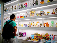 Me at plastic heaven.. (orgutcayli) Tags: nyc summer usa newyork art shop america toy interestingness unitedstates designer soho vinyl kidrobot plastic explore 2007 princestreet baykus melisakesmez