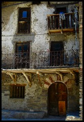 Old house / Una casa antiga (Ferran.) Tags: house catalonia pyrenees pallarssobir travelerphotos wowiekazowie excapture dirtyphotoshop alsdisil