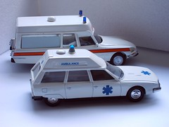 Citron DS & CX Ambulance (regtur) Tags: auto classic cars netherlands dutch car french la model automobile ds nederland citron cx voiture ambulance visser oldtimer 143 diecast bertoni snoek desse medion strijkijzer opron miniroute
