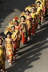 kecil (Farl) Tags: travel girls bali colors indonesia small religion young culture parade tradition hinduism gradeschool sukawati gianyar meped ngusabe