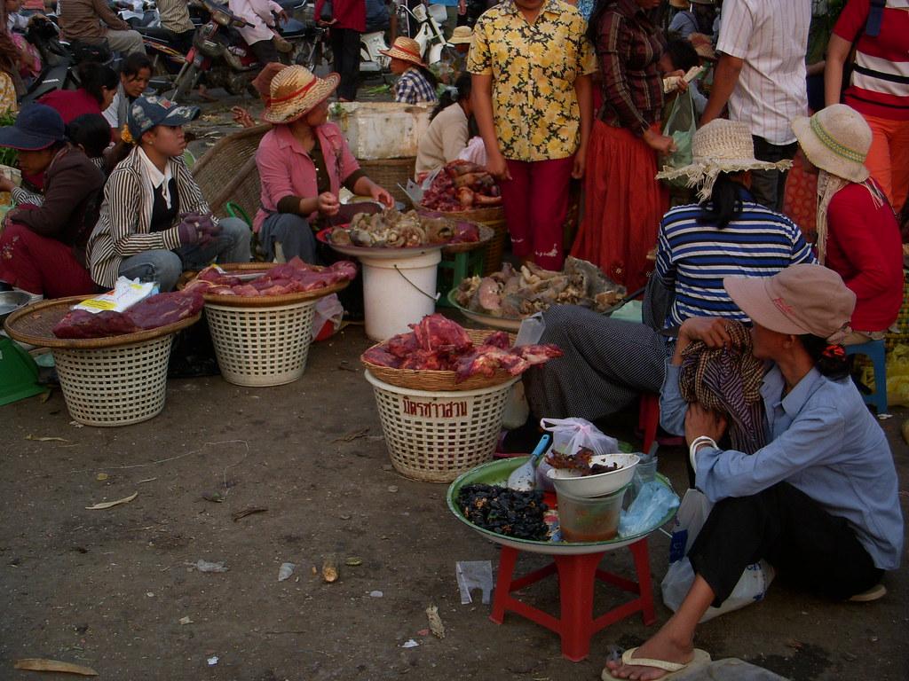 mercado con moscas
