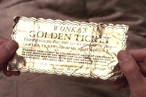 ¡Cordiales saludos para ti, el afortunado descubridor de este Billete Dorado, de parte del señor Willy Wonka!