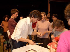 passa il piatto ! (laverdipertutti) Tags: matthieu festa sorpresa