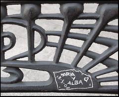 MARIA Y ALBA (markel 2007) Tags: en de y alba maria amor huelva banco andalucia un declaracion