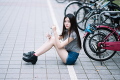 張采寧 ● Winnie (I C E I N N) Tags: spring outdoor groupshoot photoshoot teen asian leggy girl gaze moody pose portrait black hair longhair blue jeans denim shorts grey gray shirt tile brick bike bicycle water bottle university ntu taiwan taipei sony sonya7ii zhongyi mitakon speedmaster 50mm f095 dof 美少女 張采寧 winnie 神之美腿 台灣大學 外拍