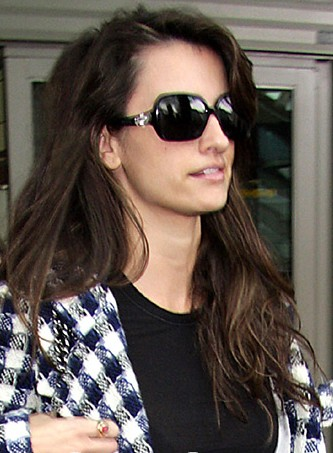 Penelope Cruz fashion sunglasses Bvlgari