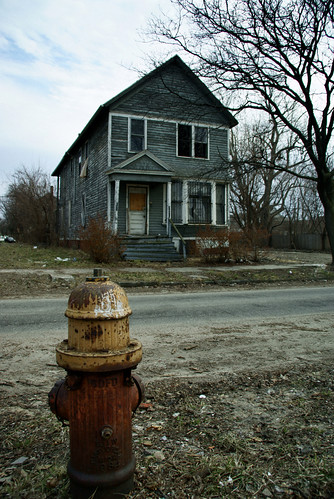 abandoned Detroit house (by: sj carey/buckshot jones, creative commons license)