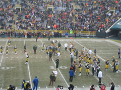 Warming up before the game (Jason Titus) Tags: packers greenbay lambeaufield