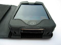 Aan de onderkant is een uitsnijding voor de connector gemaakt.