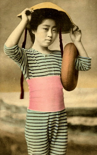 JAPANESE SWIMSUIT GIRLS - Meiji Era Bathing Beauties of Old Japan (5)