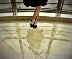 """Marilyn"" (Arielynn) Tags: black blur reflection marilyn shoes legs skirt ecru"