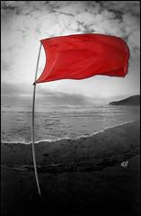 Bandera Roja! (grises) Tags: red espaa beach eos spain rojo flag asturias playa bandera 16mm zenitar roja xago 500n asturies