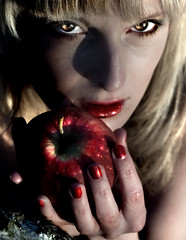 Help me to resist temptation, Lord, especially when I know no one is looking. (urline) Tags: eve red portrait woman apple girl face gesicht eva portraiture sin passion lust poison temptation snowwhite apfel versuchung snde schneewitchen urline florinaoehrlein