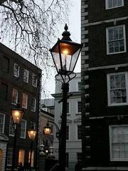 Gas lights, Middle Temple, London (Richard and Gill) Tags: light london lamp temple streetlight gaslamp lantern streetfurniture gaslight middletemple fountaincourt essexcourt