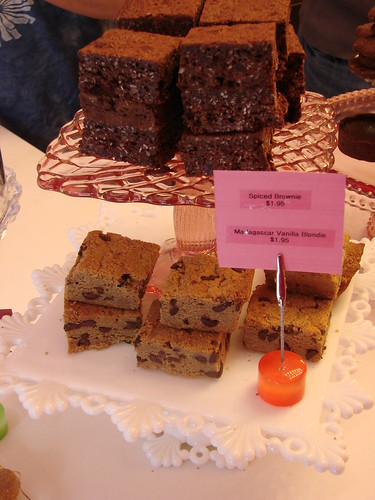 Oooh, Spiced Brownies and Madagascar Vanilla Blondies!