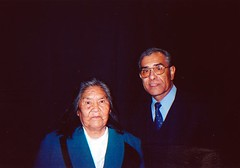 Con la Sra. Cristina Calderón Harbán, última sobreviviente de la etnia yagán, XII Región, mayo de 2003.