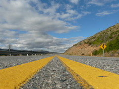 RUTA (Erniebm) Tags: road signs argentina ruta carretera route estrada signal amarilla linea bariloche cartel yellowline curvas curva rodovia patagoniaargentina gulmidtstripe seal seales