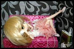 Clestine loves the music (.LanyLane.) Tags: bigeyes doll poupe plasticdoll junplanning dalfrara jpplanning