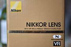 Nikkor 105 Micro (Jojorei) Tags: nikon macro micro packung packaging produkt verpackung karton nanocrystalcoat nikkor nikkor105micro golden gold foto photo photography