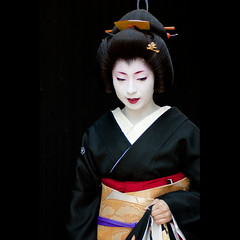 Erikae (Masahiro Makino) Tags: japan photoshop canon eos japanese kyoto geiko adobe  tamron 90mm f28 lightroom miyagawacho erikae kimika   40d   20090514134427canoneos40dllps640p