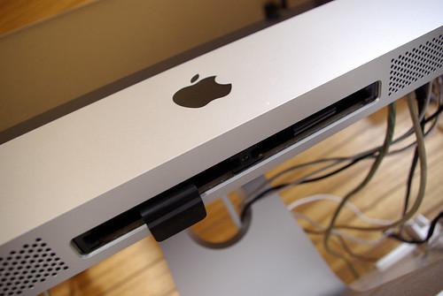 """iMac メモリ増設 1GB -> 2GB"""" /></a><br />早速初期装備の1GBを取り外してみました。</p> <p>PENTAX K10D<br /> PENTAX SMC DA 1:3.5-5.6 18mm-55mm AL<br /> JPEG</p></div> <div class="""