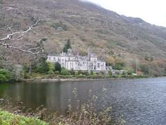 Castle-like Abbey (Kylemore) VI (batuz) Tags: ireland castle abbey kylemore