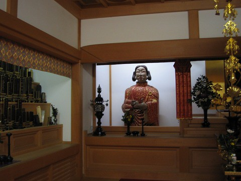 橘寺-個性的な太子像