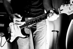 (Daniela Ochoa) Tags: boy musician jean guitar song guitarra musica strings chico pick cancion hombre homme cuerdas musico vitela strobist
