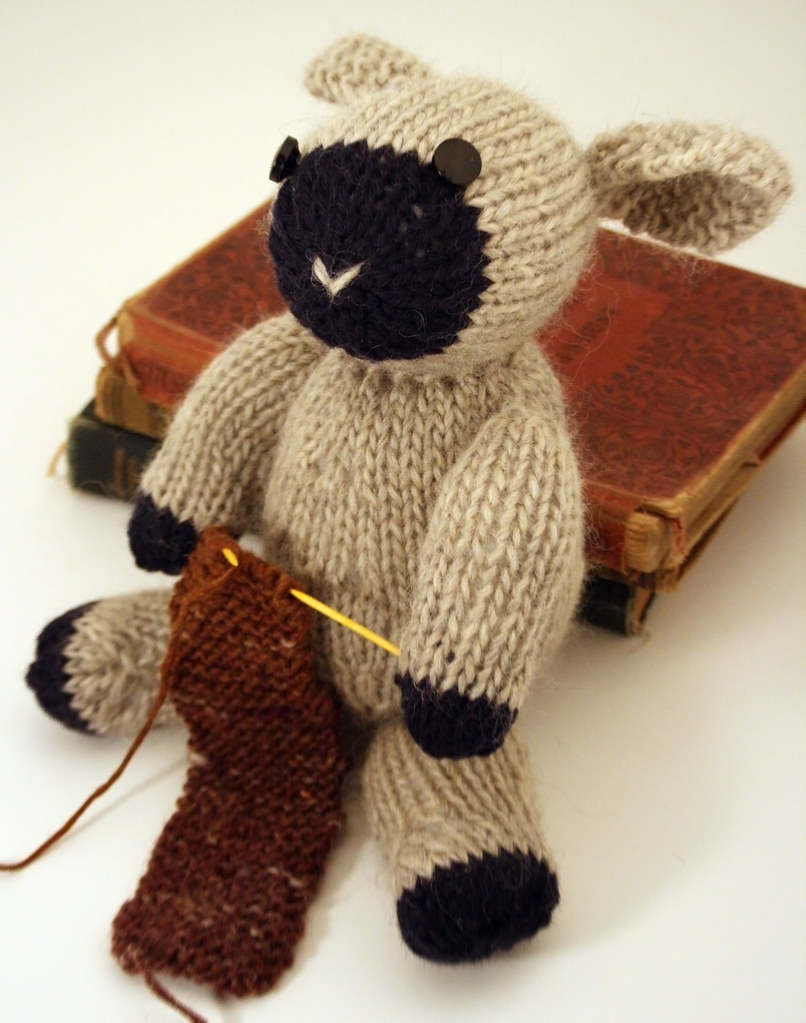 Fuzzy Thoughts: knitting sheep