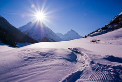 Sun kisses Mountain (8#X) Tags: winter sunset sky sun snow mountains nature landscape geotagged austria europe day sundown earth aficionados galtr nohdr 8x the4elements k10d pentaxk10d tamronaf18250mmf3563diiildasphericalifmacro tamron18250 top30blue geo:lat=46977705 geo:lon=1021102 flickrhivemind lenscraft frohieloynieve regionwide flickrhivemindgroup