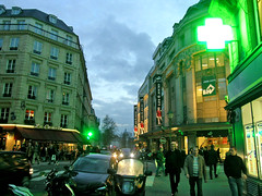 Rue des Archives - Paris (France) (Meteorry) Tags: street paris france green sign night evening europe neon vert soir rue 2008 marais bhv ruedesarchives verrerie meteorry pharmacies ruedelaverrerie comte lacomte