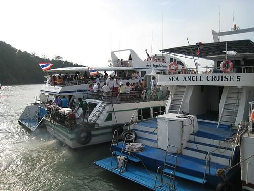 Cruise to Phi Phi