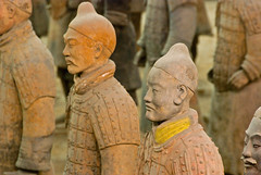Xi'an  arme de terre cuite (Terracotta Warriors) Lintong  (jeanmichelchuiche) Tags: china xian terracottawarriors terre  lintong chine cuite yellowcollar guerriers armee  coljaune