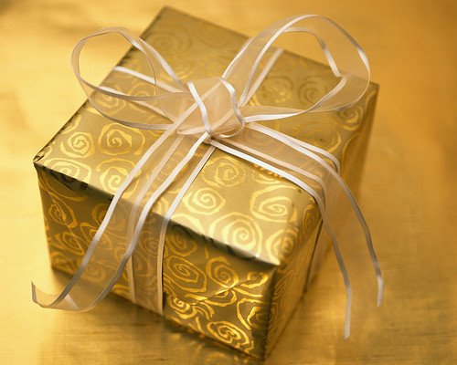 طرق لف الهدايا......... بالصور 2624939943_7906fbecce.jpg