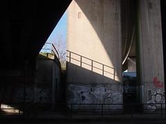 The triangle (Photocapy) Tags: sunlight concrete hamburg overpass hh altona beton zonlicht stresemannstrasse sonnenlicht guessedbyferomat maliland kaltehndewarmeherzen diesmalwarmehndeundheieherzen