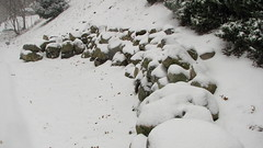 Snowey Rocks (Petunia21) Tags: snow newyork rockland rocklandcounty nanuet december132007 southparkavenue lexowavenue