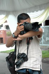 Mr Sniper (Hafizudin) Tags: wedding canon nikon photographer malaysia sniper photojournalist malaywedding subangjaya canon1740mmf4l canon30d photographerinaction photographeratwork nikond200 photomalaysiacom fmdc sigma70200mmf28hsmapo