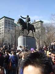 DSCF2774 (Kingfox) Tags: newyorkcity statue manhattan pillows pillow georgewashington unionsquare equestrian pillowfight equestrianstatue foundingfather georgewashingtonstatue newmindspace pillowfightnyc nycpillowfight georgewashingtonshorse pillowfightnewyorkcity newyorkcitypillowfight