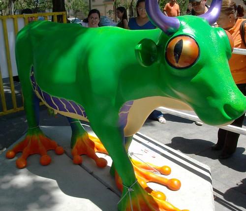 Rana Calzonuda del Bosque Lluvioso  - Cow Parade Costa Rica 2008