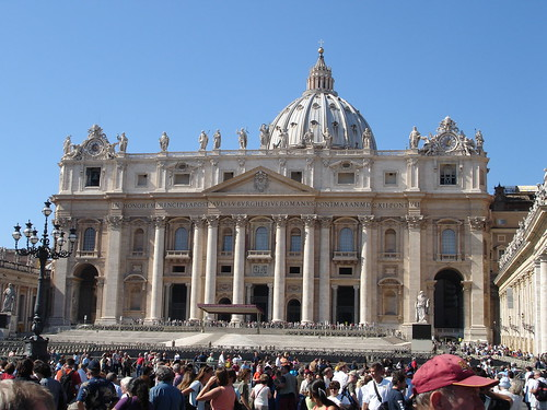 St Peter's Basilica por air babble.