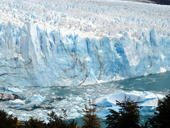 Much closer (Minkum) Tags: ice argentina glacier peritomoreno blueribbonwinner losglaciaresnationalpark 5photosaday platinumphoto anawesomeshot goldstaraward