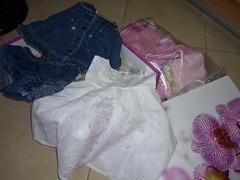 scatolone con i vestitini regalati dalla mia vicina di casa Raffaella
