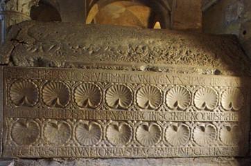 16 Jouarre crype Saint-Paul cénotaphe de Théodechilde par archiromane1