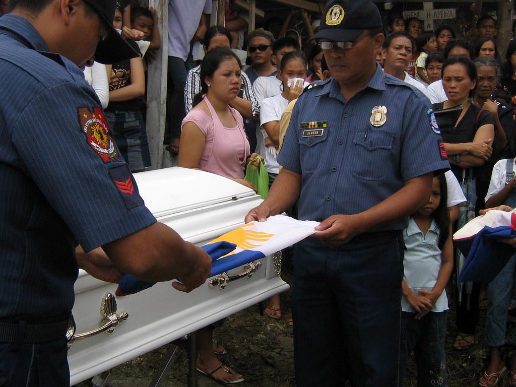 2068320822_2932ac0ef9_b - Folding of the Philippine Flag - Obituary