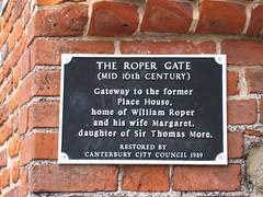 Photo of William Roper and Margaret Roper black plaque